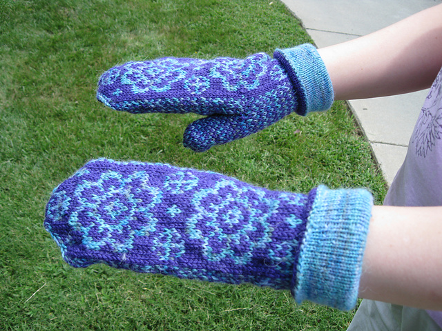 Daisy Mittens Photo Credit: String Theory 2.0 https://www.ravelry.com/patterns/library/daisy-mittens